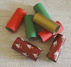 Prepare todos os rolinhos Handicraft, Napkin Rings, Christmas Diy, Christmas Crafts, Mosaic, Projects To Try, Craft Ideas, Christmas Wreaths, Toilet Paper