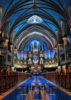 A main place to go if you are Roman Catholic or Christian you should go to the Notre Dame Basilica, Montreal Church Architecture, Beautiful Architecture, Beautiful Buildings, Revival Architecture, Beautiful World, Beautiful Places, Montreal Ville, Notre Dame Montreal, Montreal Quebec