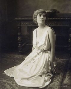 Silent Screen Stars, Female Movie Stars, Golden Star, Old Hollywood Glamour, Silent Film, Passed Away, Classic Beauty, Actress Photos, Vintage Beauty