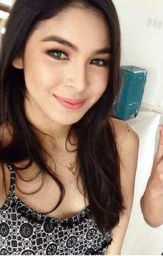 Julia Barretto is a Filipina beauty. Julia Baretto, Lisa Soberano, Filipina Beauty, Look Into My Eyes, Child Actresses, Celebs, Celebrities, Sexy Outfits, Pretty Woman