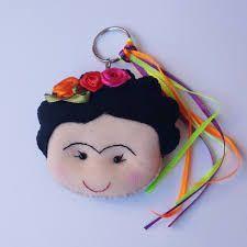 Resultado de imagen para llavero de frida kahlo moldes Diy Keychain, Keychains, Flamingo Ornament, Pom Pom Bag Charm, Christmas Crafts, Christmas Ornaments, Foam Crafts, Mexican Art, Felt Diy