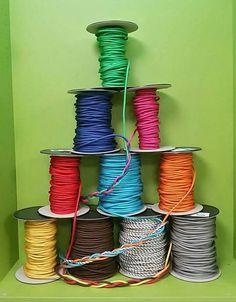 Χρωματιστά υφασμάτινα καλώδια