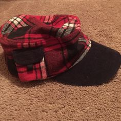 💓New Listing💓 Plaid Hat Plaid hat that has small pocket on side Accessories