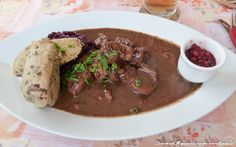 Hirschgulasch Austrian Recipes, Food And Drink, Beef, Cooking, Drinks, Cooking Recipes, Yummy Food, Food And Drinks, Christmas Meals
