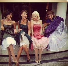 Can someone tell me what Manuela velasco is doing 😂😂😂 Velvet Tv Series, Serie Velvet, Dress Sites, Velvet Fashion, Fashion Tv, Old Hollywood Glamour, Playing Dress Up, Actors, Diy Clothes