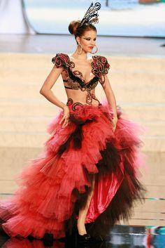 Miss Spain — Best Bra Top   36 Most Amazingly Elaborate Miss Universe Costumes