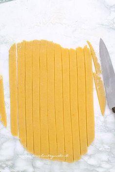 Crostata alla marmellata: Ricetta e Trucchi per una Crostata perfetta! E Piano, Cannoli, Biscotti, Buffet, Nutella, Base, Cookies, Storage, Marmalade