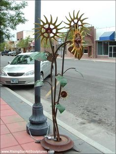 Yard art from junk metal.  I want to do something like this, take junk and turn it into art for my yard.