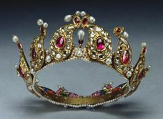 Twelve tear-shaped sections of ruby, diamond, and pearl set in gold form this unique tiara with enamel portraits at back. Presented to Queen Victoria and placed among Indian Collection belonging to Crown Jewels by King George V in Royal Crowns, Royal Tiaras, Tiaras And Crowns, Royal Jewelry, Fine Jewelry, Gold Jewelry, Quartz Jewelry, Antique Jewelry, Vintage Jewelry
