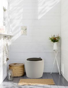Torrtoalett Hasselfors Garden Ekotoa 50 L 6543334 Cottage Toilets, Outdoor Toilet, Summer Cabins, Cottage Interiors, Cabins In The Woods, Cottage Style, Interior Design Living Room, Bathrooms, Toilet Ideas