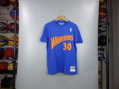 Camiseta Stephen Curry. Golden State Warriors. NBA Hardwood Classics manga  corta azul royal 056d63505c1
