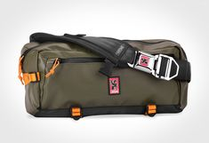 Meet the messenger bag's little brother, the Chrome Kadet. When you find your messenger is a touch too bulky for your daily commute, look no further than this new bag from Chrome. This minimal slin… Best Running Belt, Chanel Vintage, Molle Pouches, Messenger Bag Men, Hip Bag, Cloth Bags, Purse Wallet, Bag Storage, Bag Making