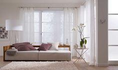 interieurinspiratie: wit paneelgordijn in woonkamer