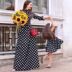 Mom Daughter Matching Dresses, Mother Daughter Fashion, Girl Fashion, Fashion Dresses, Baby Frocks Designs, Frock Design, Mommy Style, Western Dresses, Dress Online