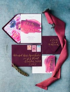 What could be more luxurious than a jewel wedding theme? This is the perfect choice for a warm Autumn wedding! Indulge in today's heavenly colour combination, inspired by rich shades of plum, wine red and emerald green.