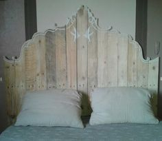Pallet Furniture Ideas DIY pallet artistic headboard - you will find it very possible after taking a look at these 7 unique DIY pallet headboard inspirations which just represent to different professions and a man Wooden Pallet Furniture, Pallet Beds, Wooden Pallets, Wooden Diy, 1001 Pallets, Pallet Benches, Pallet Couch, Pallet Tables, Pallet Patio