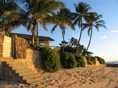Preciosa casa frente al mar en la famosa playa de Maili Point, en #Hawai. con espléndidas vistas a Oahu West Side! El paraíso.