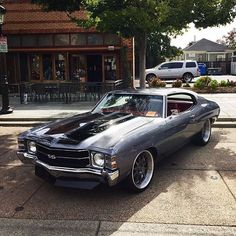 This LS swapped '71 Chevelle is too clean... Props to @ss_neek  •checkout @psiconversion• #LSX #chevelle #ProTouring