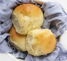 Texas Roadhouse Rolls Shot from Overhead on a Blue Towel in a Bowl Dog Recipes, Cooking Recipes, Bread Recipes, Copycat Recipes, Recipies, Texas Roadhouse Rolls, Dinner Rolls Recipe, Dinner Recipes, Restaurant Recipes