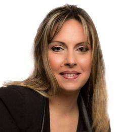 Présentation de Delphine Derhé Spoor, styliste ongulaire renommée, ambassadrice et formatrice agréée de Nail Art, esthéticienne à domicile à Méru.