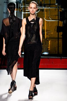 Helmut Lang Spring 2012 Ready-to-Wear Fashion Show