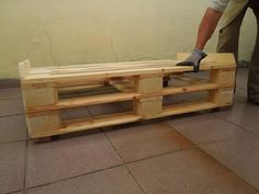 This DIY pallet sofa is extremely awesome for your lounge and cozy living room and has been made of pallets with hands. We have provided here a full DIY pallet Pallet Dining Table, Diy Outdoor Table, Diy Coffee Table, Pallet Ceiling, Pallet Wall Shelves, Wooden Shelves, Pallet Lounge, Diy Pallet Sofa, Diy Pallet Projects