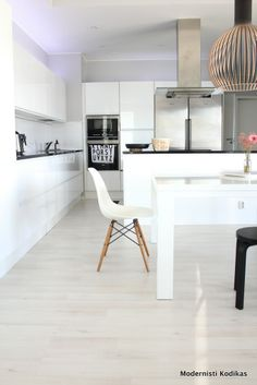 The black Octo 4240 pendant by Secto Design featured in a  fresh kitchen of the Finnish blogger, featured in the blog Modernisti Kodikas http://modernistikodikas.blogspot.fi