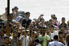 ANGELOS TZORTZINIS / AFP La Grèce débordée par l'afflux des migrants