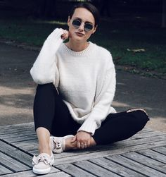 How To Style A Sweater In A Cozy Casual OOTD?