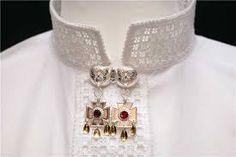 Bilderesultater for bunadskjorte hardanger Hardanger Embroidery, Brooch, Ukraine, Poland, Norway, Jewelry, Google, Fashion, Moda
