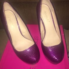 "❤️ShoeDazzle Pumps❤️ These heels are a beautiful magenta-ish color with scales. About a 6"" inch heel. Worn about 2 times. Like the listing and not the price? Use the offer button I usually only ship Tuesday and Saturday Shoe Dazzle Shoes Platforms"