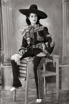 """Mexican Portraits,"" a huge new book, takes a sweeping look at how several generations of photographers in Mexico see themselves and their country. Vintage Western Wear, Vintage Cowgirl, Cowboy And Cowgirl, Mexican People, Mexican Revolution, Mexican Heritage, Brown Pride, Mexican Fashion, Mexican Art"