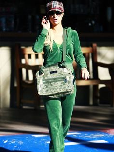 fashion: Paris Hilton wearing a green Juicy Couture velour tracksuit and trucker hat 2000s Fashion Trends, 50 Fashion, Fashion Outfits, Womens Fashion, Fashion Styles, Juicy Tracksuit, Juicy Couture Tracksuit, Couture Mode, Haute Couture Fashion