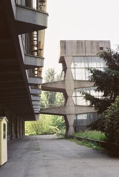 Visions of an Industrial Age // palazzo del lavoro, Turin, Pier Luigi Nervi, Amazing Buildings, Amazing Architecture, Art And Architecture, Turin, Bauhaus, Amangiri Resort, Magic Places, Staircase Handrail, Concrete Structure