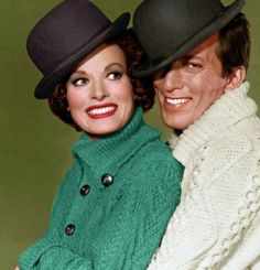 Maureen and Andy Williams Legend Singer, Maureen O'hara, Andy Williams, Famous Faces, Timeless Classic, Redheads, Most Beautiful Pictures, In The Heights, Winter Hats