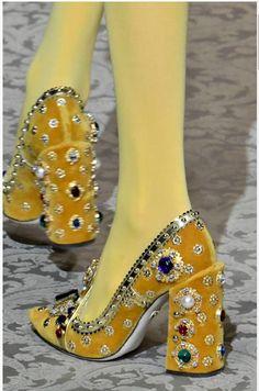 Dolce & Gabbana Fall 2018 Fashion Show Details Bonneterie Crazy Shoes, Me Too Shoes, Fashion Shoes, Fashion Accessories, Fashion Art, Weird Fashion, Vogue Fashion, Mode Shoes, Shoe Art