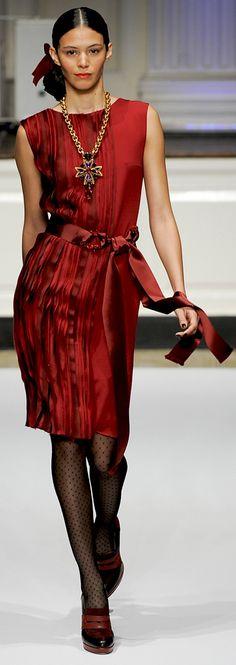 Oscar de la Renta Pre-Fall 2012 Collection  http://www.vogue.de/fashion-shows/pre-fall-2012-oscar-de-la-renta/%28category%29/Runway