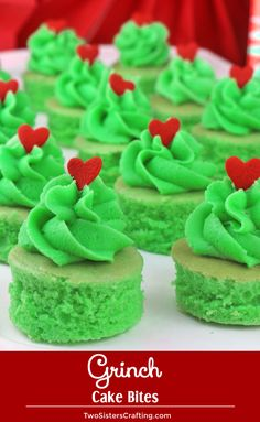 Grinch Cake Bites - a fun Christmas Treat your family will love. So adorable and so fun to make, this Christmas Dessert would be perfect for a Holiday Bake Sale or a How the Grinch Stole Christmas family movie night. Pin this adorable Christmas Dessert fo Grinch Party, Grinch Cake, Grinch Christmas Party, Christmas Deserts, Christmas Brunch, Christmas Cupcakes, Christmas Cooking, Christmas Recipes, Holiday Recipes