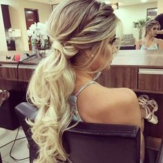 Pretty ponytail hairdo for formal events Homecoming Hairstyles, Formal Hairstyles, Ponytail Hairstyles, Wedding Hairstyles, Cool Hairstyles, Bridal Hair Down, Bridal Hair Updo, Bridesmaid Hair, Prom Hair