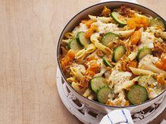 Liebling im Herbst: Kürbis-Nudel-Gratin mit Zucchini | Zeit: 40 Min. | eatsmarter.de