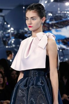 Christian Dior Fall 2013 RTW - Details - Fashion Week - Runway, Fashion Shows and Collections - Vogue Dior Couture, Couture Dresses, Couture Fashion, Runway Fashion, Trendy Dresses, Simple Dresses, Elegant Dresses, French Fashion, High Fashion