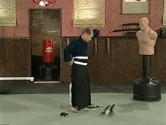 ▶ Introduction to Iaido, part 2: Wearing the Hakama