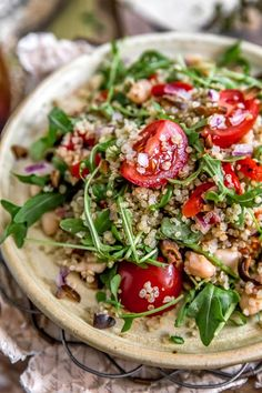 This beautiful, healthy, and easy to make Mediterranean Quinoa Salad is so much more than meets the eye; it's absolutely bursting with delicious flavors! Healthy Salad Recipes, Whole Food Recipes, Diet Recipes, Vegetarian Recipes, Cooking Recipes, Recipies, Mediterranean Quinoa Salad, Quinoa Salat, Clean Eating
