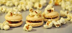Want a different taste to Your popcorn? Try popcorn macarons! You will find the recipe here.