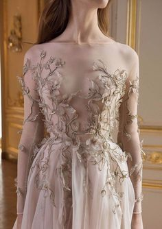 """Reverie: Paolo Sebastian's Autumn/Winter Collection Strapless fairytale pale rose wedding gown with leafy motifs reminiscent of creeping ivy // We're lost in reverie looking at Paolo Sebastian's Autumn/Winter """"Reverie"""" collection which Couture Dresses, Fashion Dresses, Couture Clothes, Boho Vintage, Fantasy Dress, Prom Dresses, Formal Dresses, Beautiful Gowns, Dream Dress"""