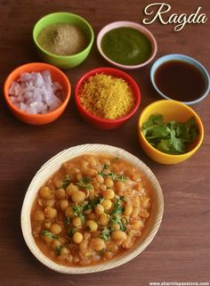 Chana Masala Recipe - Easy Chole Masala (without coconut) - Sharmis Passions Puri Recipes, Paratha Recipes, Veg Recipes, Indian Food Recipes, Vegetarian Recipes, Cooking Recipes, Healthy Recipes, Recipies, Tasty Snacks