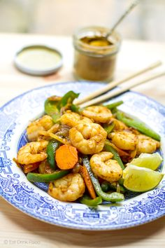 This aromatic paleo stir fry with prawns, curry spices and coconut milk only takes 15 minutes to prepare. Add whatever vegetables you like.