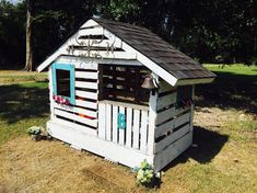 Pallet playhouse #Palletplayhouse