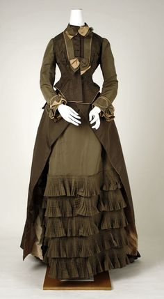 Dress Date: ca. 1880 Culture: American Medium: silk Dimensions: Waist: 24 in. (61 cm) Length (of skirt): 56 in. (142.2 cm) Credit Line: Gift of Finley J. Shepard, 1939 Accession Number: 39.83.2a, b
