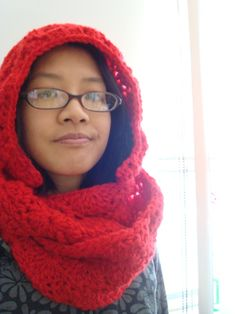 Free pattern: candy apple scarf with hood